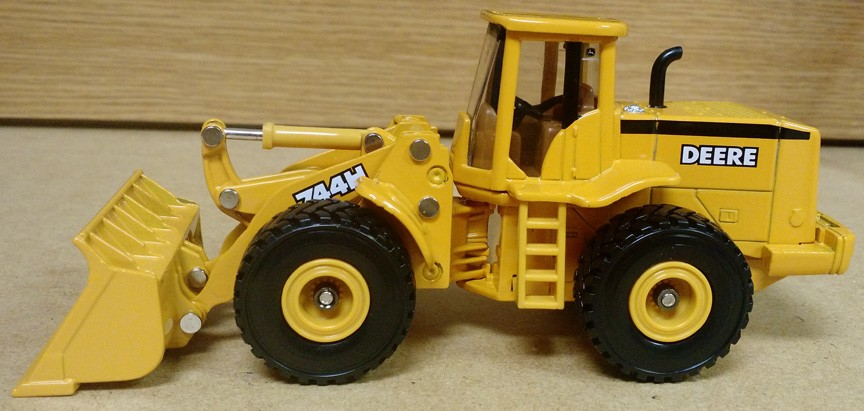 John Deere 744H Wheel Loader