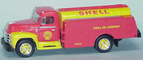 "'1955 Diamond T tanker ""Shell Oil Co."""