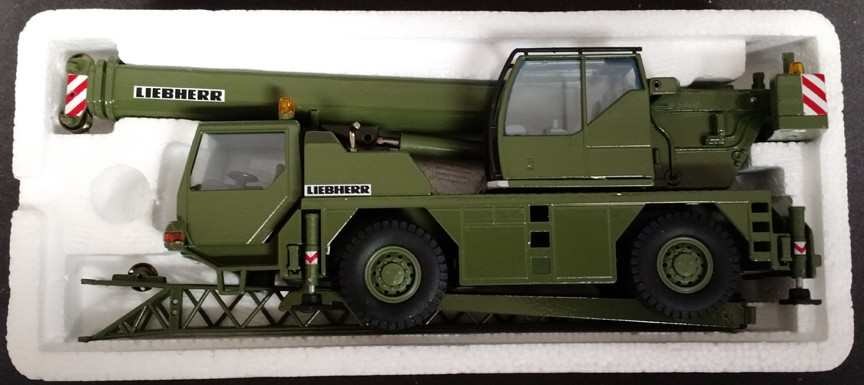 Liebherr LTM 1070-4.1 Military Green