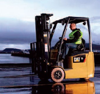 Caterpillar EP165 lift truck