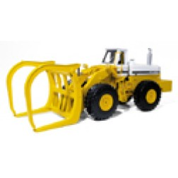 International 560 wheel loader with log forks