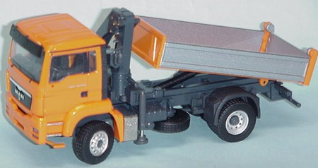 MAN TGS M 4X4 truck w/self loading crane