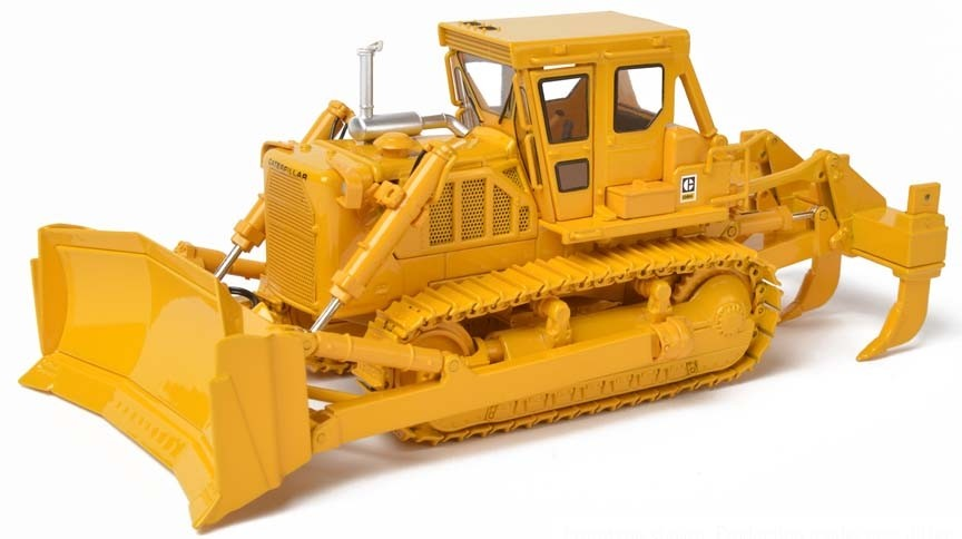 Cat® D8K Dozer-Closed ROPS with U-blade & Multi-Shank Ripper – Die-Cast